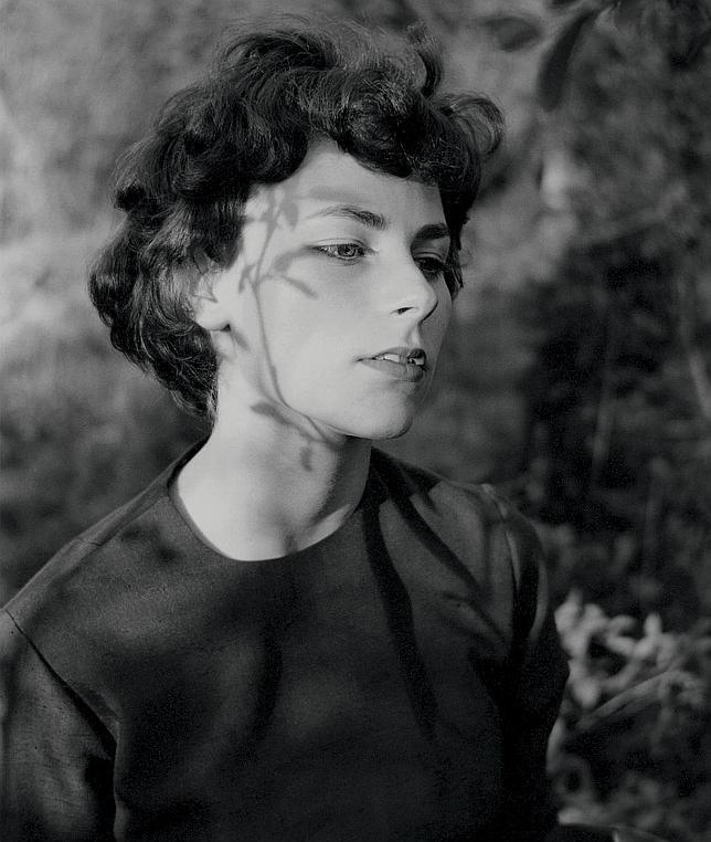 """Emmet Gowin, """"Edith, Danville (Virginia)"""", 1963Gelatina de plata© Emmet Gowin, cortesía Pace/MacGill Gallery, New York."""