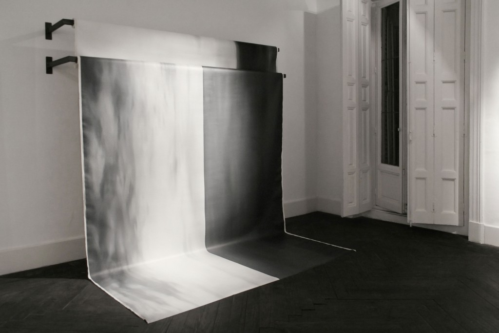 Alain Urrutia, Untitled. Metal structure and oil on canvas. 2 elements of 220 x 500 each. Bilbao.