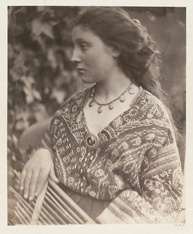 Julia Margaret Cameron, Sappho, 1865. © Victoria and Albert Museum, London. Cortesía Fundación Mapfre, Madrid. 2016.